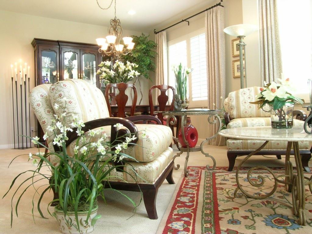 Интерьер гостиной с комнатными цветами